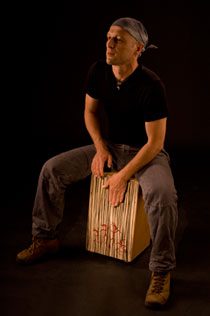 Micha Schwarz and his Cajon